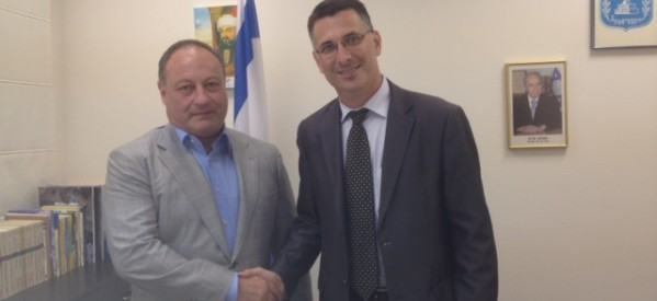 IJC President Vladimir Sloutsker met with MK Gideon Sa'ar, Minister of Education.