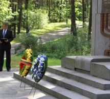 """President Peres in Lithuania: Ponar slaughter is a """"warning to us all: Never Again!"""""""